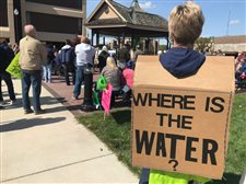 Hundreds of Lake Freeman residents, businesses vent over low water, lost season, as day in court nears